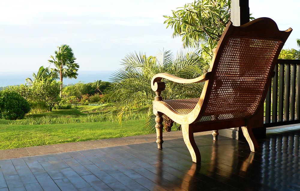 Veranda Villa Bali Breeze met uitzicht op Lovina en de Bali Zee