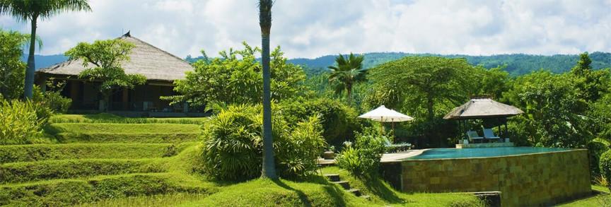 Het huis en het zwembad van Villa Bali Breeze Lovina